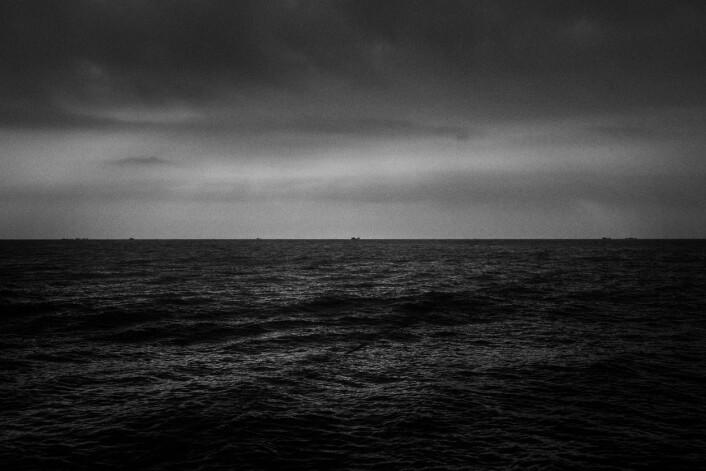 Utsikt fra båten. Ifølge fiskerne er det ingen kvinner som fisker. Foto:Christian Breidlid
