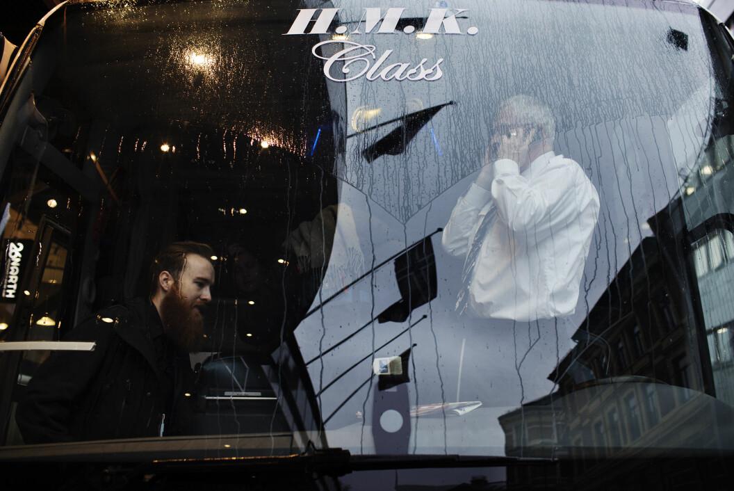 Det royale fartøyet H.M.K. frakter pressefolkene til militærflyplassen på Gardermoen, der kronprinsparet skal ta imot hertuginne Kate og Prins William. Foto: Andrea Gjestvang