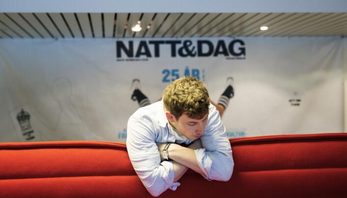 Det er travelt. Redaktør Nikolai Kleivan har en tenkepause i forberedelsene til Osloprisen / Årets Beste Fest.Foto: Kristine Lindebø