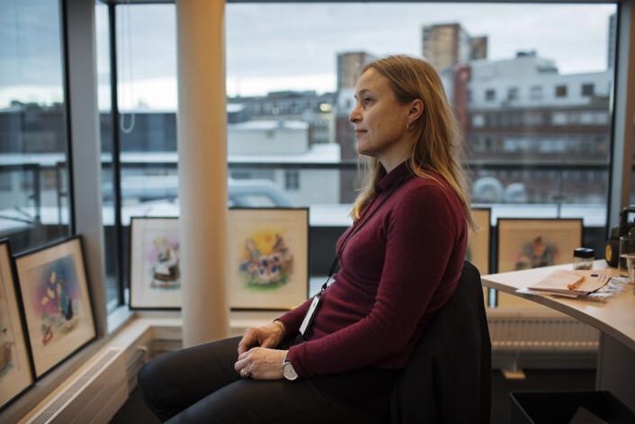 Hvis redaktør Irene Halvorsen står fast i arbeidet, snurrer hun bare på stolen og ser ut på himmelen.