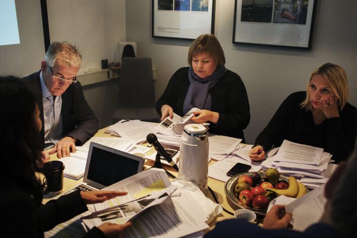 Pressegeneral Elin Floberghagen (i midten) vurderer om en klage mot Aftenposten skal tas opp til full behandling, noe som vil innebære at saken vil havne på PFU-leder Alf Bjarne Johnsens bord.Foto: Andrea Gjestvang