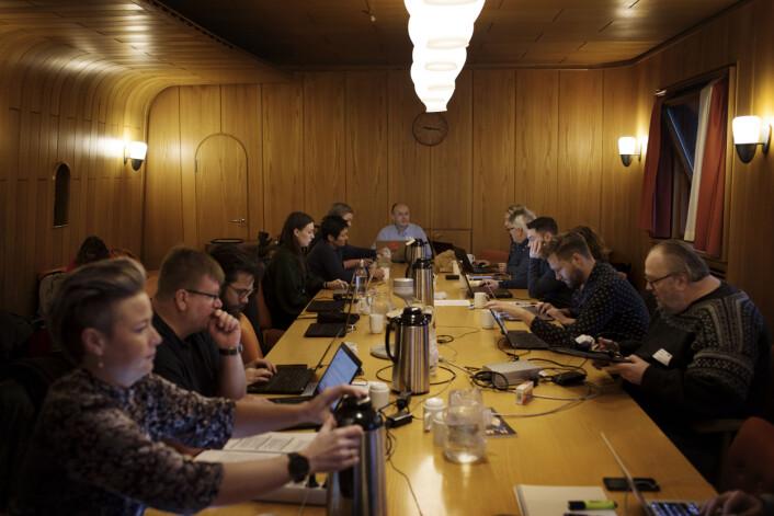 Det er historisk sus i veggene i styrerommet på NRK. Flere vil kanskje kjenne igjen rommet fra noen av NRKs dramaserier. Foto: Andrea Gjestvang