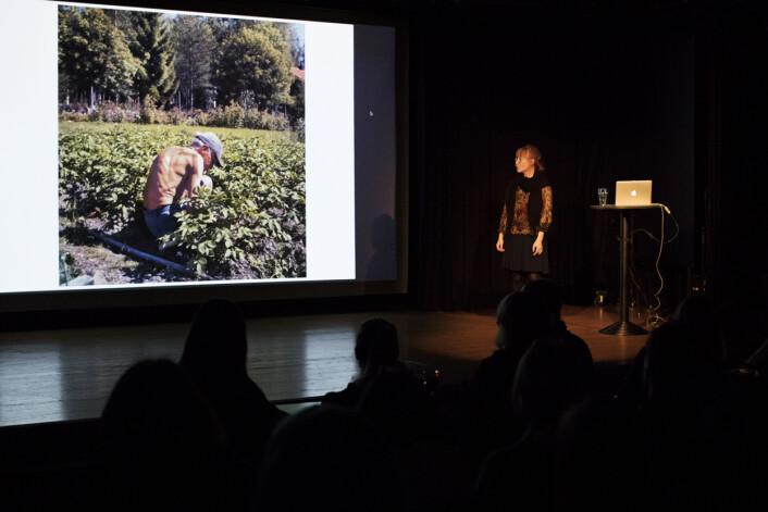"""I seks år har Rebecca Uhlin fotografert besteforeldrene sine. Det har blitt til boken «Aina <span class=""""amp"""">&amp;</span> Tage». Foto: Andrea Gjestvang"""