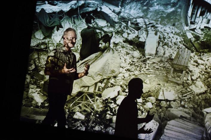 I møtet med verdens katastrofer, fascineres Jan Grarup gang på gang av menneskets evne til å ha en hverdag. Foto: Andrea Gjestvang