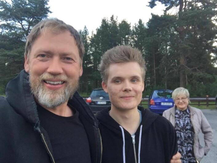Ole Reinert Omvik med Arnar og hans mor i Karasjok. Foto: Privat
