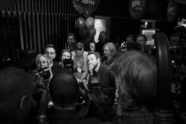 Øyeblikket da Torbjørn Røe Isaksen får den første valgdagsmålingen på Høyres valgvakekl. 21.00.