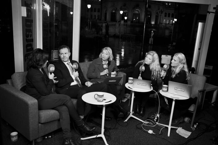 Fra venstre Beate Nossum, Sigurd Grytten, Marie Simonsen, Martine Aurdal og Linn Kongsli Hillestad i Dagbladet diksuterer livlig snaue to timer før valgresultatet er klart.