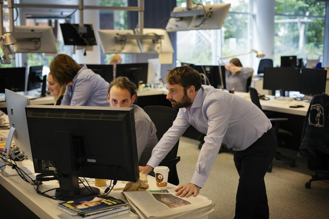 Michael Pfister velger bilder sammen med kollega Andreas Prost i Zeitonline-redaksjonen i Berlin. Foto: Andrea Gjestvang