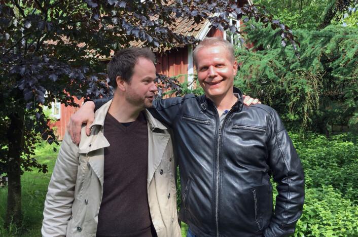 Journalist Anton Berg sammen med frikjente Kaj Linna. Etter frikjennelsen har journalistene fått flere henvendelser fra innsatte som vil bidra i podcasten. Foto: Privat