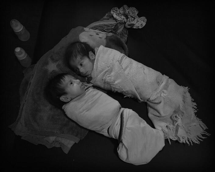 Tvillingene Mariam og Eman er 1 måned gamle og veier 2,24 kg. Foto: Harald Henden, VG