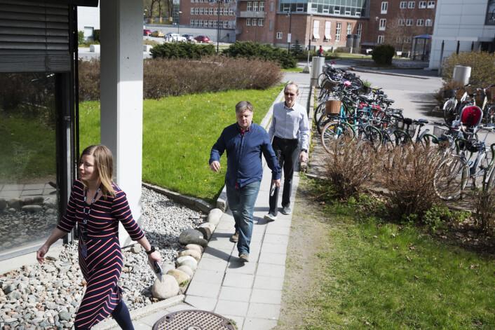 Mari Rollag Evensen, Richard Aune og Ketil Heyerdahl på vei til møte med NRK-ledelsen. Foto: Andrea Gjestvang