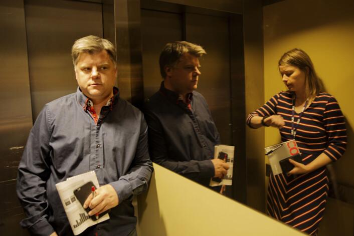 Snart på overtid. Richard Aune ogMari Rollag Evensen i heisen til møte med NRK-ledelsen. Foto: Andrea Gjestvang