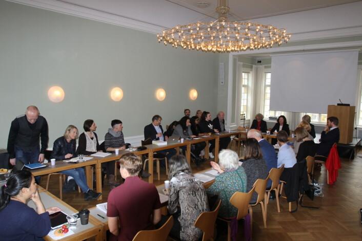 Mange var til stede for å diskutere hvordan mediene på best mulig måte kan dekke barnevernet. Foto: Angelica Hagen