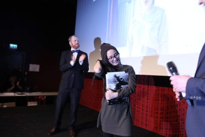 Sveinung Uddu Ystad i finstasen applauderer «Årets nykommer, foto». Foto: Martin Huseby Jensen.