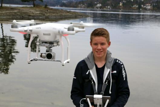 Mathias Kvakkestad med drone. Foto: Privat