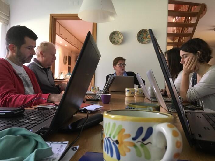 Journalistnettverket Investigate Europe her fra Lisboa i november. Fra venstre Nikolas Leontopoulos, Harald Schumann, Trine Smistrup (Journalismfund), Crina Boros, Elisa Simantke. (Foto: Ingeborg Eliassen)