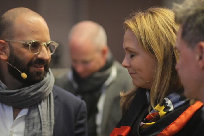 Walker sammen med kulturminister Helleland og Espen Egil Hansen ytterst til høyre. I bakgrunn Facebooks<br>norske sjef Rune Paulseth. Foto: Martin Huseby Jensen
