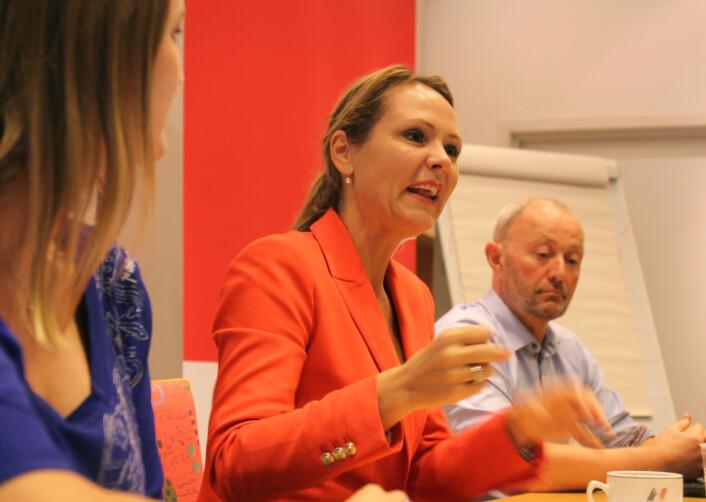 Kulturminister Linda Hofstad Helleland på møte i NJs landsstyre. Til høyre NJ-leder Thomas Spence.<br>Foto: Martin Huseby Jensen