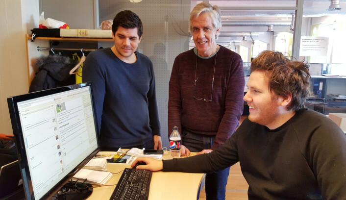 Nettjournalistene Per Øyvind Nordberg (t.v.) og Joakim Chavez Seldal har i likhet med eneleder Jarle Bentzen (i midten) positive følelser rundt eierskiftet i Amedia. Foto: Bjørn Åge Mossin