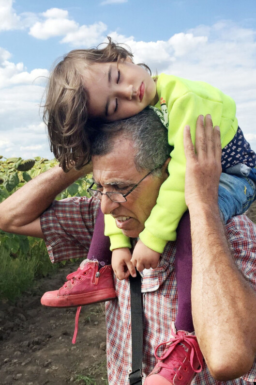 Mohammad Kher Al-Sheik Omar med<br>barnebarnet Nour på to år.<br>Foto: Åge Winge