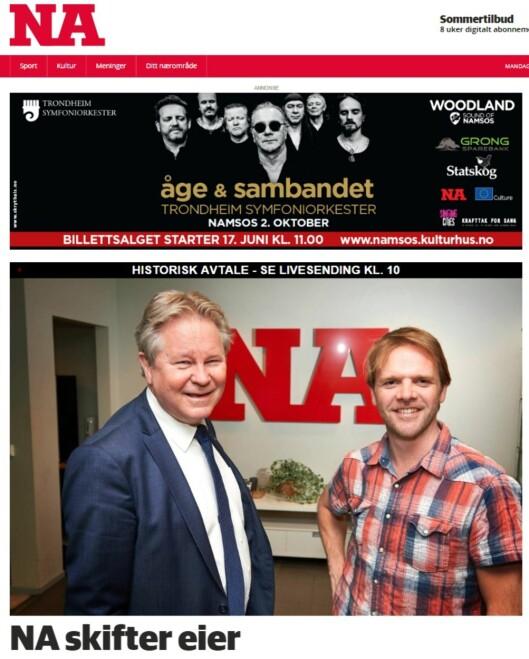 Salget av Namdalsavisa var hovedoppslag på NAs nettutgave mandag<br>formiddag. Bildet på faksimilen viser Arve Løberg (t.v.) i<br>rønder-Avisa og Kim Riseth i Namdalsavisa.