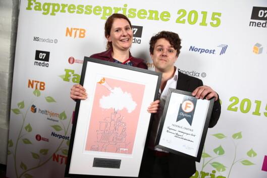 Kommunal Rapport-journalistene Lisa Rypeng og Vegard Venli tok imot prisen for gravejournalistikk. Foto: Håkon Mosvold Larsen/NTBscanpix