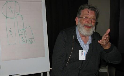 Frank Aarebrot i kjent stil på APFs landsmøte tirsdag. Foto: Bjørn Åge Mossin