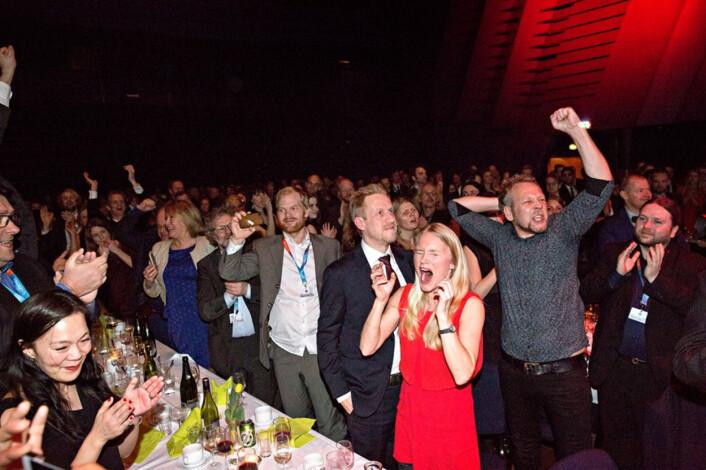 Kristoffer beholder roen, sier en kollega. Her er navnet hans nettopp ropt opp under utdelingen av Skup-prisen. Foto: Marte Christensen/NTB Scanpix