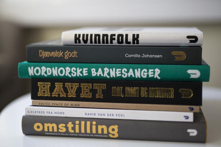 Noen av bøkene Utenfor Allfarvei har gitt ut til nå. Foto: Kristine Lindebø