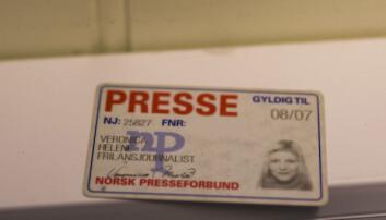 Melås pressekort fra «gamle dager» ligger på kontoret. Foto: Kristine Lindebø