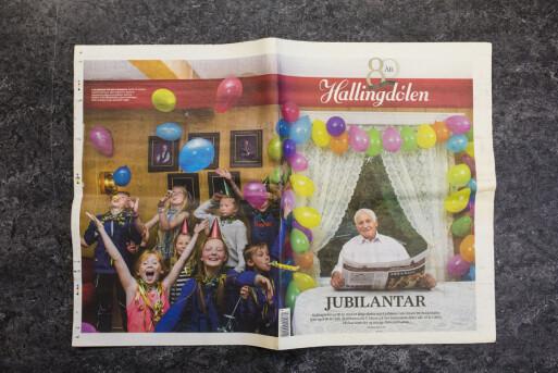 80-årsutgaven av Hallingdølen var «pakket inn» i et bilde av andre bursdagsbarn – etter en idé fotojournalist Sindre fikk.