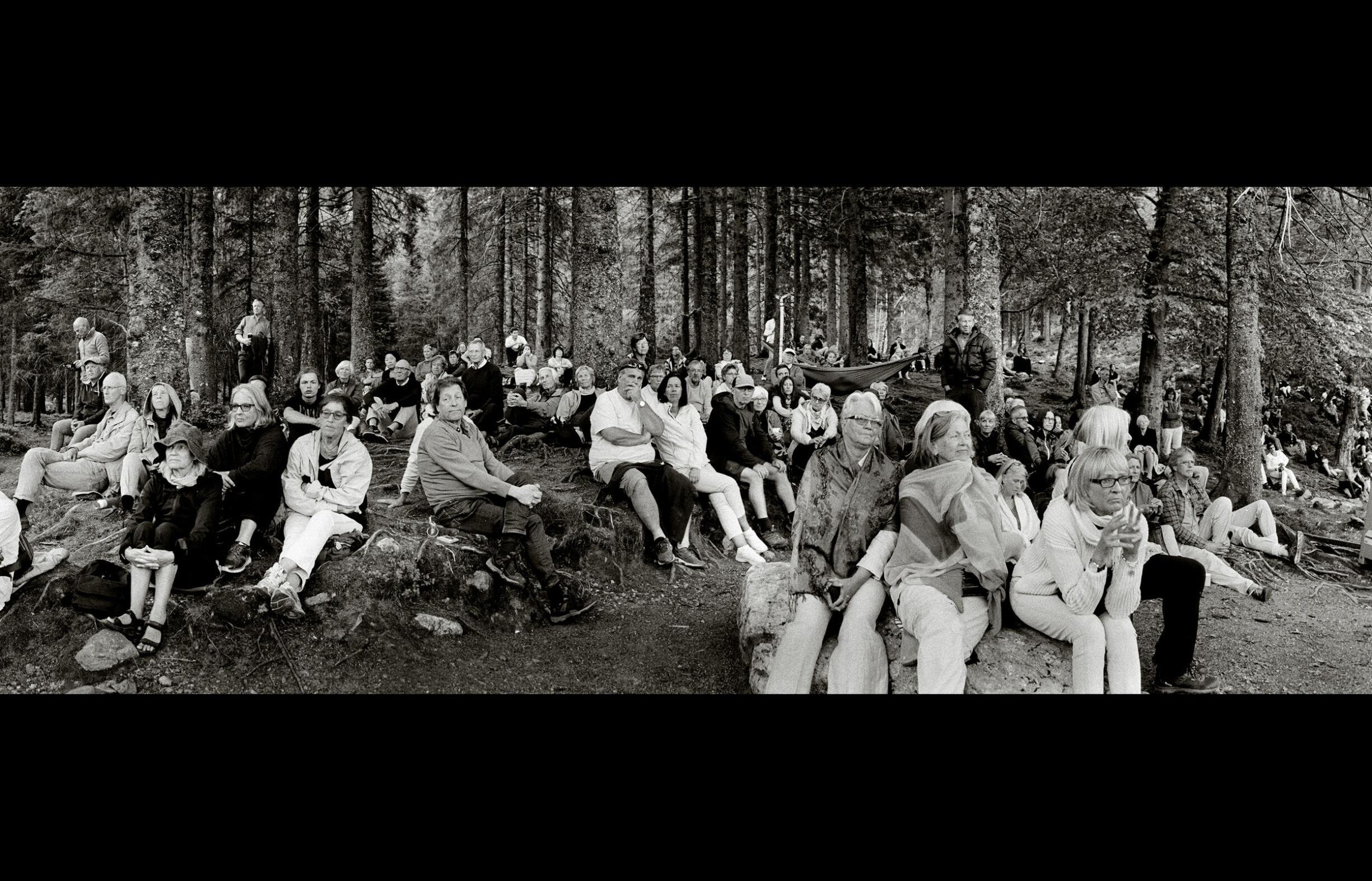Hundrevis tok turen til Skomakerdikets bredd og innover i skogen for å feire Fløibanen er 100 år. Foto: Fred Ivar Utsi Klemetsen