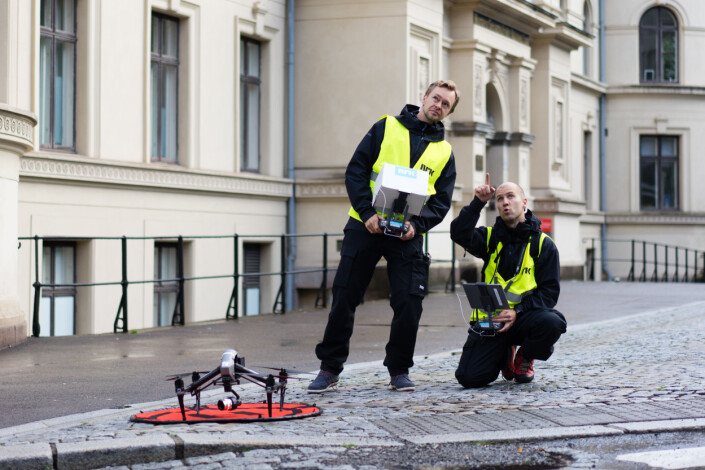 NRK Luftfotos Jon Krosby og Gregard Pallotta flyr for bilder til valgdekningen. Foto: NRK
