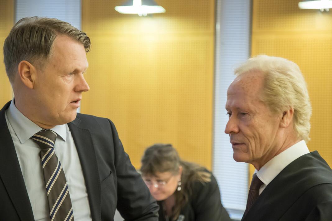 Hjernekirurg Per Kristian Eide (til venstre) og advokat Per Danielsen i Oslo tingrett da søksmålet mot TV 2 ble behandlet. Foto: Heiko Junge / NTB scanpix