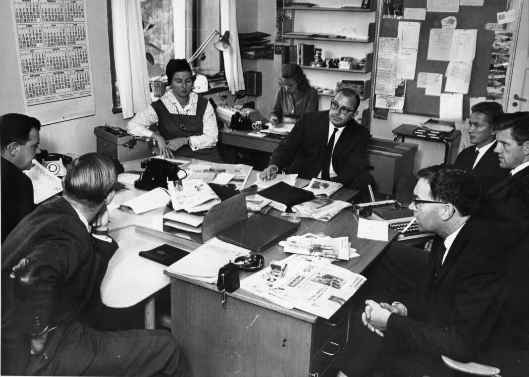 Et av NRK Dagsrevyens morgenmøter i 1964. Foto: Aage Storløkken / Aktuell / NTB Scanpix