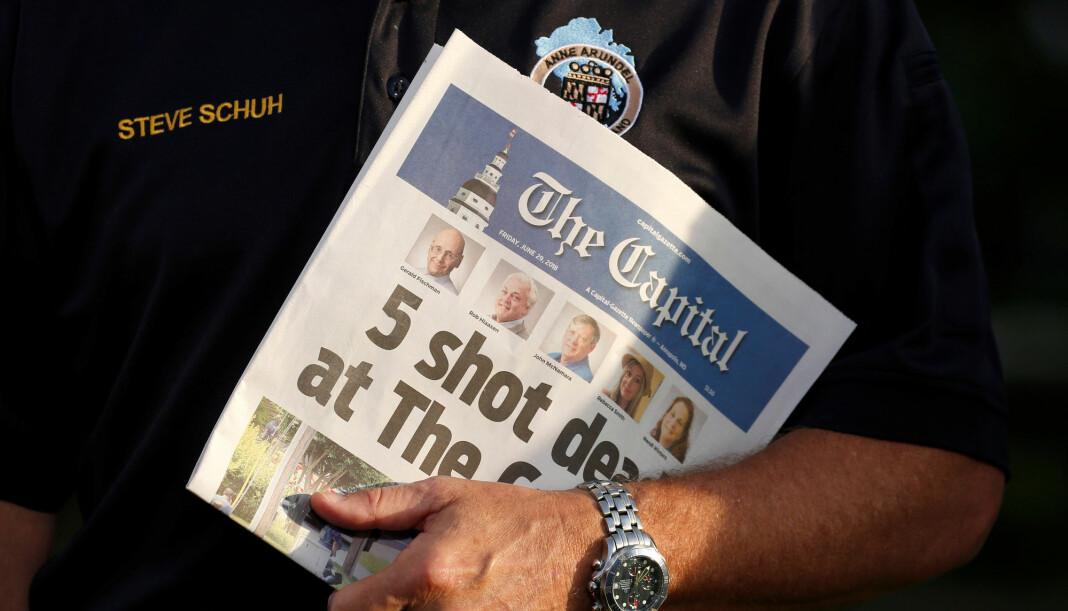 «5 shot dead at The Capital» het det på forsiden av fredagens Capital Gazette, avisen som mistet fem av sine ansatte da en mann væpnet med pumpehagle angrep redaksjonslokalene deres torsdag. Foto: Reuters / NTB scanpix.