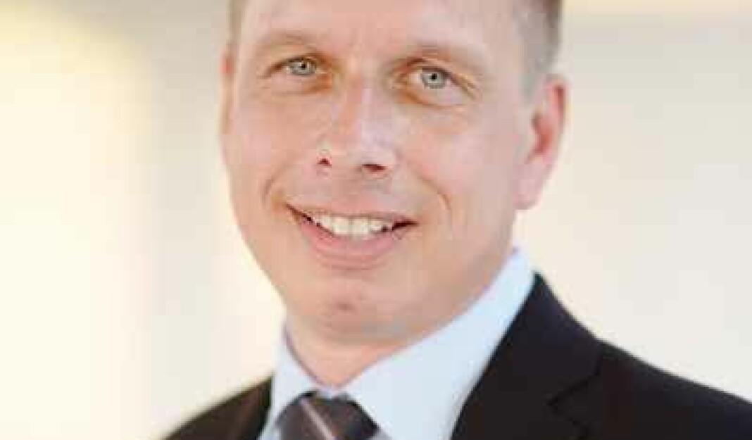 Øystein Solvang kommer fra en tilsvarende stilling i Den norske helsingforskomité.