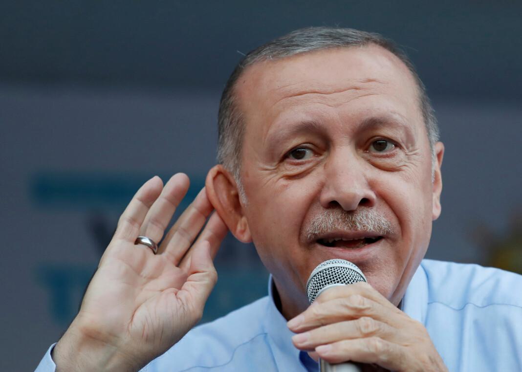 Oppgjøret i etterkant av det mislykkede kuppforsøket i Tyrkia i 2016 fortsatte fredag da seks journalister ble dømt til lange fengselsstraffer for tilknytning til Fethullah Gülen. President Recep Tayyip Erdogan (bildet) mener Gülen sto bak kuppforsøket. Foto: Reuters / NTB scanpix
