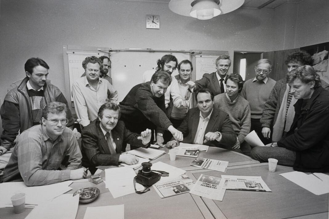 Fotografer i Pressefotografenes Klubb holder tommelen ned for artisten Sting. Foto: Kjell A. Olsen