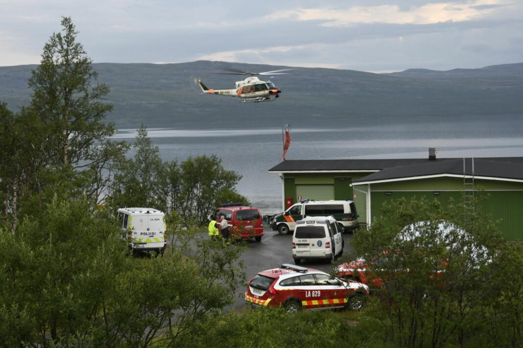 Fra Kilpisjärvi i Finland nærheten av ulykken. Helikopter og flere finske nødetater er på stedet for å bidra i redningsaksjonen hvor en person omkom. Foto: Gareth Hutton / NTB scanpix