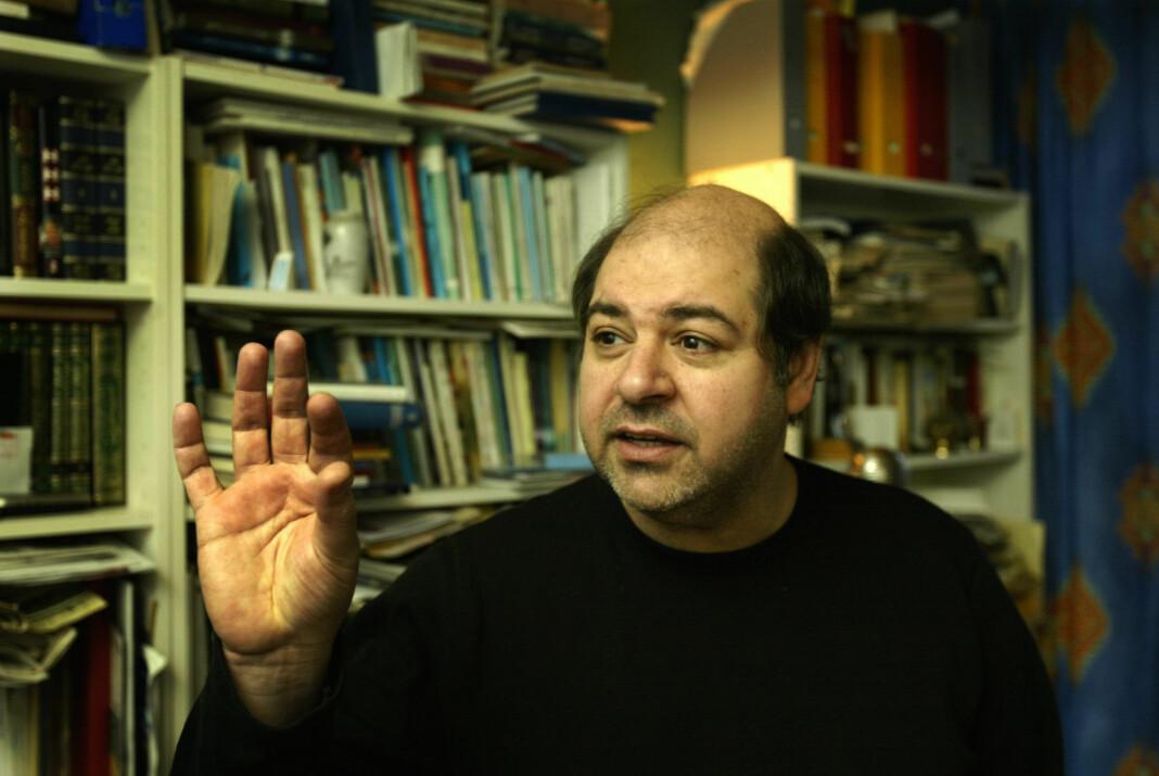 Walid al-Kubaisi er død. Her er han fotografert i sin leilighet i Oslo i 2003. Foto: Knut Falch / NTB scanpix
