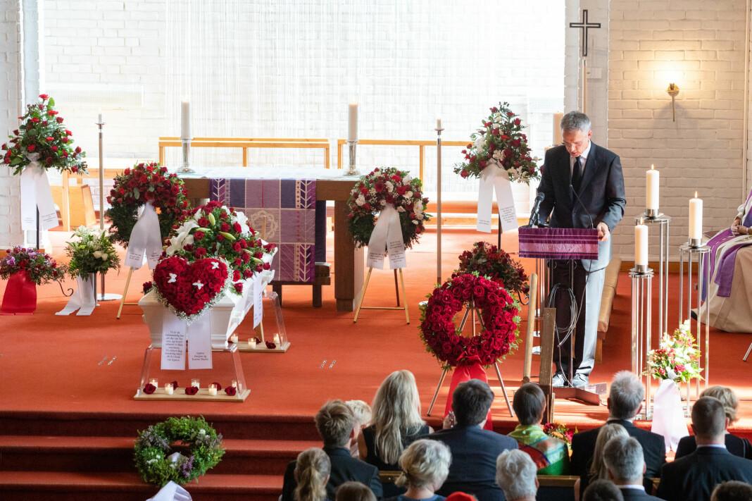 Jens Stoltenberg taler under Hans Kristian Amundsens bisettelse i Nordberg kirke torsdag. Foto: Audun Braastad / NTB scanpix.