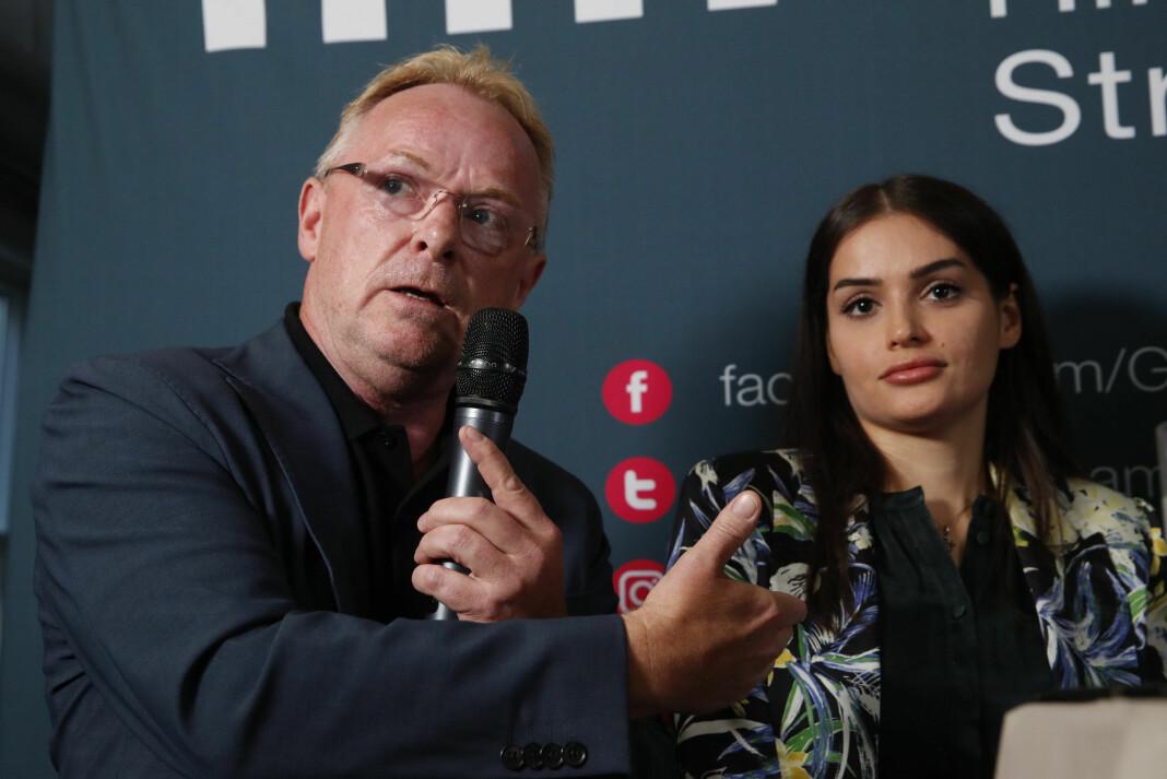 Per Sandberg og Bahareh Letnes møter pressen i Arendal Foto: Terje Pedersen / NTB scanpix