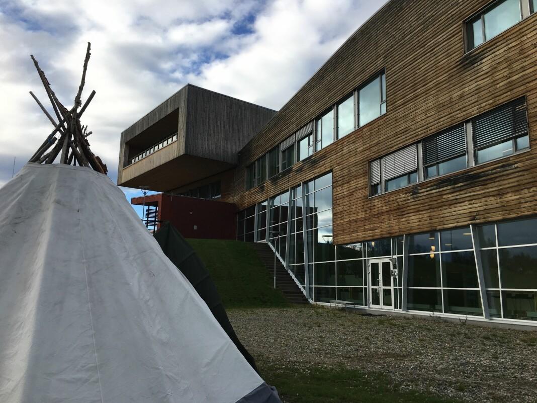 Fem studenter startet forrige uke på bachelor i journalistikk på den samiske høgskolen i Kautokeino. Foto: Liv Inger Somby