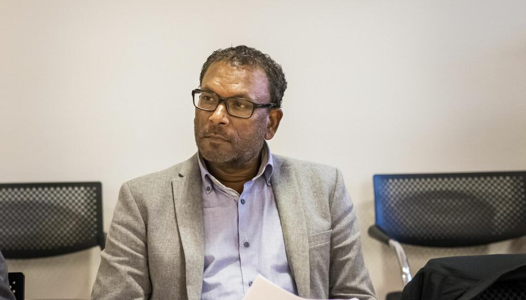 Rajan Chelliah ble oppsagt fra jobben i NRKs «Migrapolis». Her fra da partene møttes i Arbeidsretten i fjor. Denne uka går saken for Oslo tingrett. Foto: Kristine Lindebø