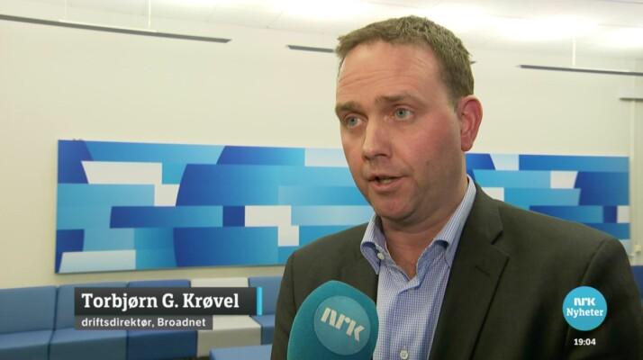 Dette intervjuet sendt på Dagsrevyen 7. februar i fjor der driftsdirektøren avviser brudd på sikkerhetsloven, mener Broadnet illustrerer at NRK kunne ha balansert sin fremstilling 21. november gjennom egne historiske kilder. Foto: Skjermbilde NRK