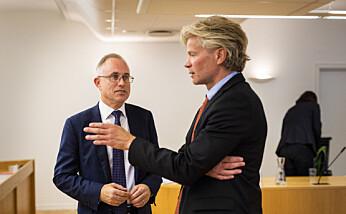 NJ-advokat Knut Skaslien (t.h.) har ført saken for Rajan Chelliah i tingretten. NRKs advokat Tarjei Thorkildsen til venstre. Foto: Kristine Lindebø