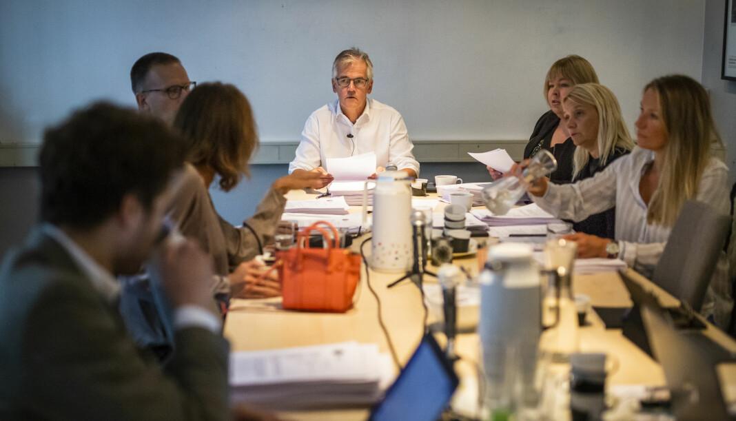 Møte i Pressens Faglige Utvalg (PFU), med leder Alf Bjarne Johansen i midten. Foto: Kristine Lindebø