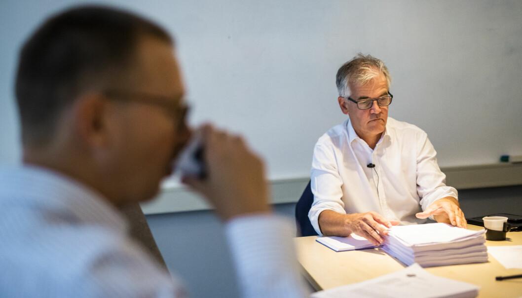 En klage mot DN skal behandles av PFU, her ved leder Alf Bjarne Johnsen. I forgrunnen PFU-medlem Øyvind Kvalnes. Foto: Kristine Lindebø