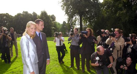TILBAKEBLIKKET:«Det vordende brudepar omkranset av pressefotografer»